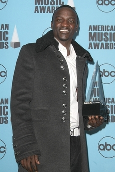 Akon with too many buttons